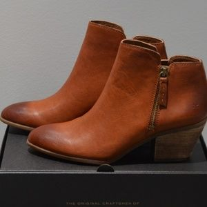 NIB Frye Judith zip booties Cognac leather Size 9